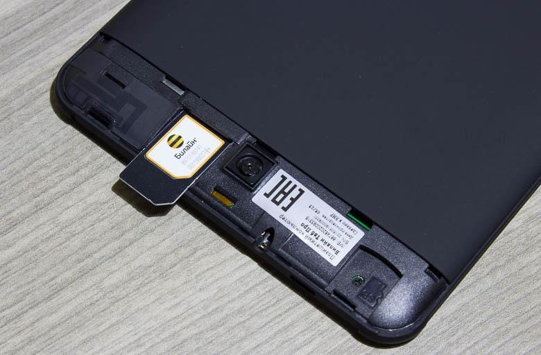 Карточка без проблем достается из планшета