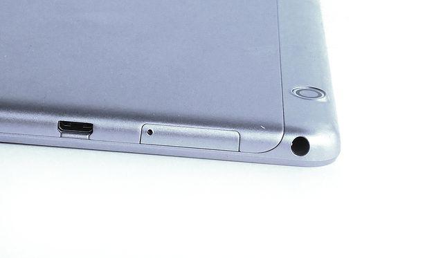 Задняя крышка из алюминия с вкраплением пластика